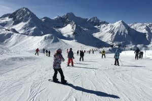 Snowboarding and skiing at Peyragudes