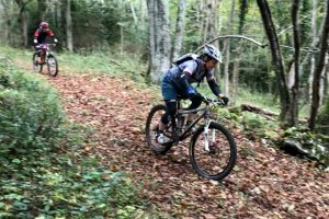 Womens MTB holiday woodland descent