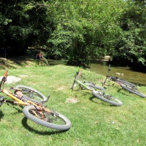 Riverside picnic on a women's mountain biking holiday in France