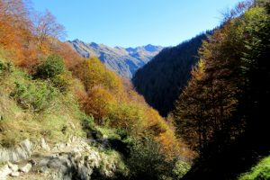 Hiking above the Riberot valley