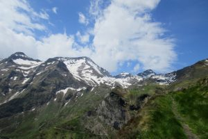 Hiking up to Mines de Bentaillou