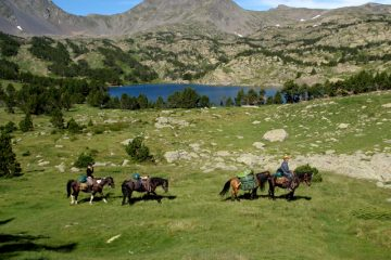 Horse riding holiday past Pyrenees lakes